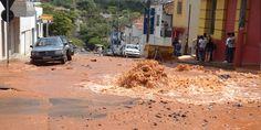 Adutora rompe e cria uma cratera no centro da cidade - http://projac.com.br/noticias/adutora-rompe-cria-cratera-centro-cidade.html