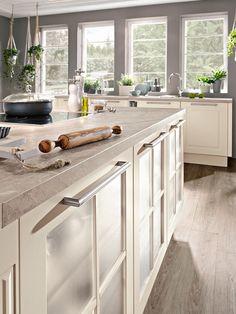 Landhausküchen Können Durch Den Einsatz Von Glas Verfeinert Werden Und  Setzt In Deiner Küche Somit Moderne