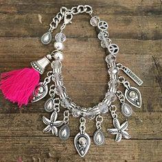 n̫e̫w̫ a̫r̫r̫i̫v̫a̫l̫. ᏆᎾℬℐℒℒℰℛᎯ ℛℐᏆᎯ. : catalogo@laquedivas.com.ar Suma Laquedivas a tu local, showroom o emprendimiento : www.laquedivas.com.ar - Envíos a todo el país! #jewellery #instagood #instajewelry #boho #pictureoftheday #silver #earrings #wintertime #lobmyjob #fashion #fashionista #streetstyle #laquedivas #bohostyle #style #wholesalejewelry #jewellerystores Stackable Bracelets, Handmade Bracelets, Beaded Bracelets, Tribal Fashion, Boho Fashion, Chainmaille, Winter Time, Wholesale Jewelry, Anklet