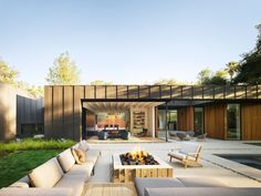 The founder of Assembledge+ has completed a house for himself in Los Angeles featuring walls that seem to completely disappear to open up to a garden. Outdoor Areas, Indoor Outdoor, Outdoor Decor, Magazine Design, Hollywood Hills, West Hollywood, Laurel Hill, Cedar Cladding, Gravel Landscaping