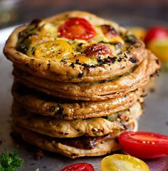 Herb and Nut Crusted Tartlets. Puff pastry with chopped peanuts and parsley in the crust filled with salami spinach and cherry tomatoes. Tomato Tart Recipe, Tarts Recipe, Perfect Scones Recipe, Yummy Snacks, Snack Recipes, Puff Pastry Recipes, Creamed Spinach, Cherry Tart, Healthy Family Meals