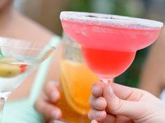 pomegranate margaritas Summer Drinks, Fun Drinks, Mixed Drinks, Beverages, Cheers, Pomegranate Margarita, New Recipes, Favorite Recipes, Drink Recipes