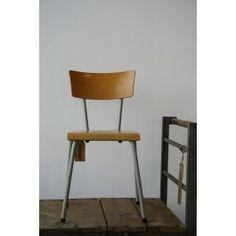 Vintage // Vintage schoolstoel - 32.50 euro