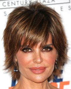 lisa rinna hairstyle pictures | Lisa Rinna short layered hairstyle with highlights