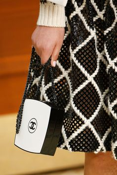 Chanel compact bag and modern mesh. Fall 2015 Ready-to-Wear