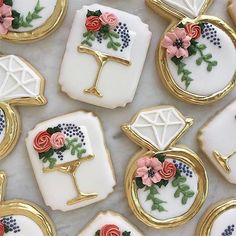 The Most Adorable Wedding & Engagement Cookies For Your Sweet Tooth - Wilkie: Frosted flowers make these cake and ring cookies for perfect for any wedding celebration! Fancy Cookies, Iced Cookies, Cute Cookies, Royal Icing Cookies, Cookies Et Biscuits, Cupcake Cookies, Sugar Cookies, Cupcakes, Owl Cookies
