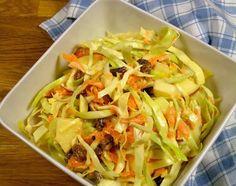 koolsalade:   * appel en rozijnen weglaten voor KHA   Ingrediënten 1/2 spitskool 4 wortelen (bospeen) 1 frisse appel (Elstar) 2 handjevol rozijnen 1 1/2 el yoghurt 1 flinke tl mosterd 1 flinke tl mayonaise 1 scheutje witte wijn azijn 1 tl honing Peper en zout