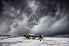 The DC in decay - In 1973 a United States Navy DC plane ran out of fuel and crashed on the black beach at Sólheimasandur, in the South Coast of Iceland. The remains lie starklyl on the sand very close to the sea. Active Wallpaper, Cool Wallpaper, Nature Images, Nature Pictures, Forest Light, Desktop Background Images, Winter Sky, Music Artwork, Night City