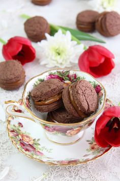 Alfajores de chocolate con dulce de leche.