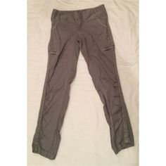 """Atheta Skinny Hiking Walking Athletic Gray Pant 6 Atheta Skinny Hiking Walking Athletic Gray Pants 6 Waist 16"""" flat  Inseam approx 31"""" (difficult to measure fabric)   Excellent Preowned condition  No flaws, light/gentle wear  Quality fabric and construction Athleta Pants"""