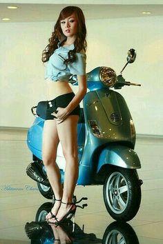 Vespa Bike, Motos Vespa, Lambretta Scooter, Scooter Motorcycle, Motorbike Girl, Vespa Scooters, Piaggio Vespa, Lady Biker, Biker Girl