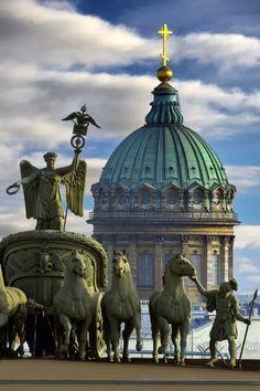 ras-kolnikova:  An amazing shot of Kazan  Cathedral's dome | St. Petersburg, Russia