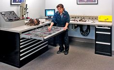 Lista: Cabinets, Workstations & Workbenches -  Tour Toyota Racing Development
