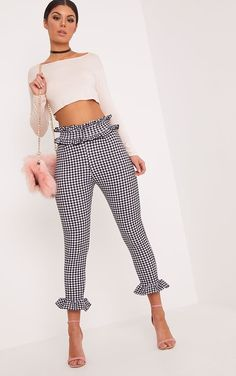 White Gingham Frill TrousersWe are inlove with gingham this season! And we are even in more inlov. Fashion Pants, Look Fashion, Fashion Outfits, Womens Fashion, Classy Outfits, Chic Outfits, Plaid Outfits, Night Outfits, Trousers Women