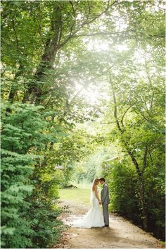 Tennessee wedding at Dara's Garden in Knoxville. Click to view more from this wedding at Dara's Garden! Knoxville wedding venue, Tennessee photographer, Knoxville wedding photographer @Dara's Garden