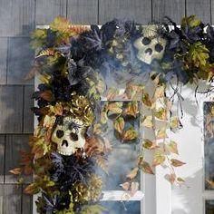 Halloween Garland, Halloween Skull, Holidays Halloween, Halloween Diy, Halloween Decorations, Outdoor Decorations, Classy Halloween, Halloween Magic, Halloween Tricks