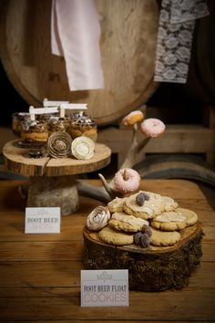 Inspiration For A Rustic Lodge Wedding - Rustic Wedding Chic Rustic Wedding Desserts, Wedding Sweets, Rustic Weddings, Wedding Rustic, Wedding Cakes, Bridal Shower Snacks, Lodge Wedding, Dessert Buffet, Cupcakes