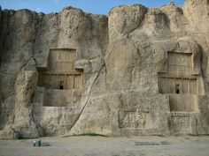 Naqsh-e Rostam The Tomb of Darius, Iran. House for a God Ancient Near East, Ancient Ruins, Ancient Artifacts, Ancient History, Art History, Persian Architecture, Ancient Architecture, Naher Osten, Achaemenid