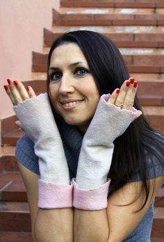 In queste mittens lunghe le vostre belli manini saranno calde e tutti si accorgeranno della vostra splendida manicure.