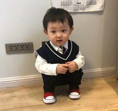 Korean Babies, Asian Babies, Asian Kids, Dad Baby, Baby Kids, Baby Boy, Cute Baby Photos, Baby Pictures, Cute Little Baby
