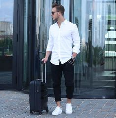 One Effortless Outfit Formula to Instantly Refine Your Look. Indian Men Fashion, Mens Fashion Blog, Best Mens Fashion, Black And White Outfit For Men, Black White, Justin Bieber Moda, Herren Outfit, Men With Street Style, Moda Casual