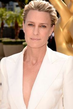 Robin Wright's Makeup at the Emmys 2014