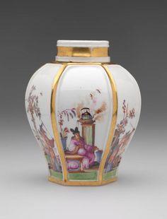 Tea Caddy Johann Gregorius Höroldt, painter German, 1696 - 1775 Meissen Porcelain Manufactory German, 1710-present Tea Caddy, ca. 1725 Porcelain with enamels, glaze, and gilding 10 x 7.6 cm (3 7/8 x 3 inches) Gift of Mr. and Mrs. Sigmund J. Katz 53.183