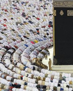 O Allah, Bless us with Hajj or Umrah this year. Islamic Images, Islamic Pictures, Islamic Art, Islamic Quotes, Islamic Designs, Islamic Videos, Mecca Wallpaper, Islamic Wallpaper, Islam Muslim