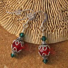 Here is a great pair of Holiday Earrings featuring swarovski crystals and sterling silver. I made these earrings using swarovski round beads I Love Jewelry, Jewelry Design, Jewelry Making, Designer Jewelry, Metal Jewelry, Jewelry Findings, How To Make Crystals, Handmade Beaded Jewelry, Christmas Earrings