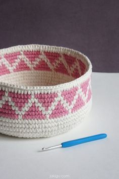 Crochet basket with pink triangle chevron