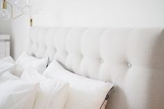 Char and the city - White, classic and Scandinavian bedroom - read more on the… White Apartment, Apartment Ideas, Scandinavian Bedroom, House Doctor, Sunday Morning, Home Decor Inspiration, My Dream Home, My House, Bed Pillows