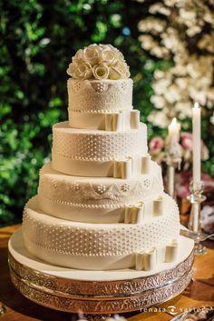 Bolo do  Casal Garcia para o casamento de Manuella e Tiago, publicado no Euamocasamento.com. As fotos são de Renata Xavier. #euamocasamento #NoivasRio #Casabemcomvocê