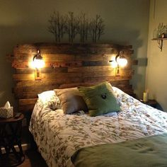 Pallet Wood Headboard Rustic/Industrial Repurpose Reuse Pallet Racking Corner Protectors Will Protec Unique Home Decor, Home Decor Items, Bois Diy, Wood Pallets, Pallet Wood, Wooden Pallet Beds, Outdoor Pallet, Headboard Designs, Bedroom Designs