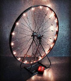 48 Creative and handcrafted fixtures you need to do right away Craft magazine - Upcycled Crafts Creative Crafts, Diy Home Crafts, Diy Home Decor, Upcycled Crafts, Bicycle Tires, Bicycle Art, Bicycle Wheel, Diy Recycling, Fairy Lights