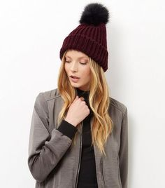 - Faux fur pom pom design- Soft finish- Stretch fabric