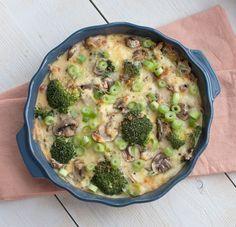 Deze koolhydraatarme ovenschotel met broccoli en ham is lekker, gezond en past perfect in een bikiniproof dieet. Laat die zomer maar komen!