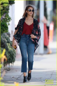 Jessica Alba Braves the Frights at Haunted Hayride with Chrissy Teigen!: Photo Jessica Alba rocks a floral print maxi dress as she stops by a studio on Friday afternoon (October in Santa Monica, Calif. Jessica Alba Hair, Jessica Alba Style, Celebrity Outfits, Celebrity Style, Kimono And Jeans, Kimono Top, Floral Print Maxi Dress, Star Fashion, Fashion Usa