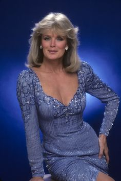 celebrities Linda Evans in Nolan Miller Dynasty Beautiful Old Woman, Gorgeous Women, Der Denver Clan, Joan Collins, Actrices Hollywood, Sexy Older Women, Classic Beauty, Vintage Beauty, Beautiful Actresses