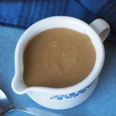 klassisk brun saus uten hvetemel og sukkerkulør Lchf, Keto, Meatloaf, Allergies, Quiche, Sugar Free, Food And Drink, Cooking Recipes, Chili Con Carne