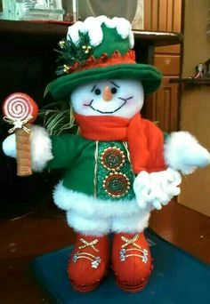 Como Hacer un Juego de Baño para usar en navidad - Escuela de costuras Christmas Elf Doll, Felt Christmas Stockings, Christmas Stocking Pattern, Christmas Sewing, Christmas Art, Christmas Projects, Christmas Holidays, Snowman Crafts, Christmas Crafts