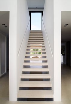 Modern Staircase Design Ideas - Modern staircases are available in several design and styles that can be genuine eye-catcher in the various area. We have actually put together finest 10 modern designs of staircases that can offer. Interior Staircase, Modern Staircase, Staircase Design, Basement Stairs, House Stairs, Architecture Design, Floating Staircase, Stairway To Heaven, Deco Design