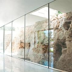 Barud House by Paritzki & Liani Architects. Exposed natural site rock in interior spaces Sacred Architecture, Architecture Details, Interior Architecture, Pitsou Kedem, Modern Villa Design, Cliff House, Two Storey House, House Drawing, Bedroom Layouts