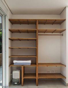 45 Ideias de Closet Pequeno e Barato in 2020 Pallet Wardrobe, Wardrobe Closet, Closet Bedroom, Master Closet, Walk In Closet, Wardrobe Shelving, Small Closets, Closet Designs, Closet Storage