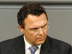 Vorratsdatenspeicherung: Grünen-Innenexperte bringt Rücktritt von Friedrich ins Spiel - http://k.ht/3Qb