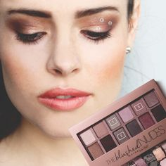 The Blushed Nudes Eyeshadow Palette by Maybelline. Create bold eye makeup looks with this eyeshadow palette of duo, trio, and quad color combinations. Paleta Maybelline, Maybelline Blushed Nudes, Maybelline Eyeshadow, Nude Eyeshadow, The Blushed Nudes, Eyeshadow Palette, Eyeshadows, Bold Eye Makeup, Drugstore Makeup