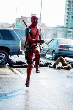 Mee more wall breaks Deadpool Love, Deadpool 2016, Deadpool Art, Deadpool Funny, Deadpool Stuff, Marvel Films, Marvel Memes, Marvel Dc Comics, Marvel Characters
