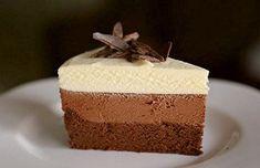 ¿Prefieres el chocolate negro, blanco o con leche? La tarta tres chocolates los tiene todos y además con una textura de mousse. Te contamos el paso a paso.