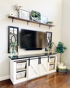 How to decorate a small salon? Wall Decor Above Tv, Shelf Above Tv, Living Room Tv, Home And Living, Living Room Decor Above Tv, Tv Wanddekor, Tv Stand Decor, Decor Around Tv, Home Remodeling