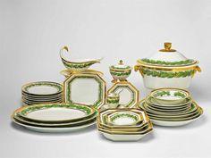 Speiseservice für den Grafen Lottum Porzellan, Emaildekor, Vergoldung. Bestehend aus einer großen