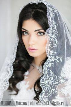 свадебные прически с фатой , на средние волосы с прядями фото